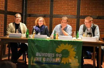 Die Abgeordneten Meiwald und Verlinden diskutieren mit Heinz Oberlach (DEA) und Gero Landzettel (BI Langwedel)