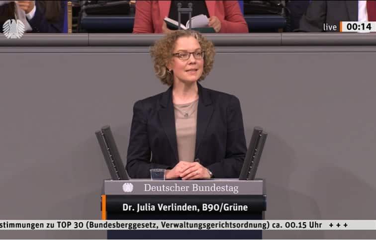 Julia Verlinden am Redepult im Bundestag
