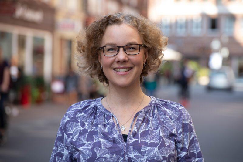 Julia Verlinden im Portrait